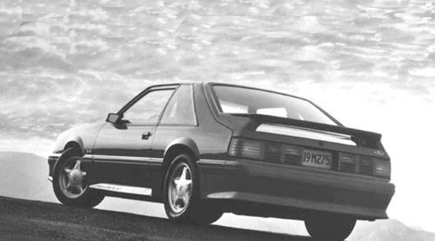 Main photo of Damen Dochterman's 1992 Ford Mustang