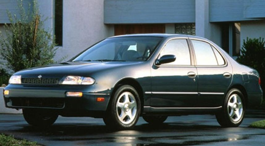 Main photo of Anthony Fedele's 1993 Nissan Altima
