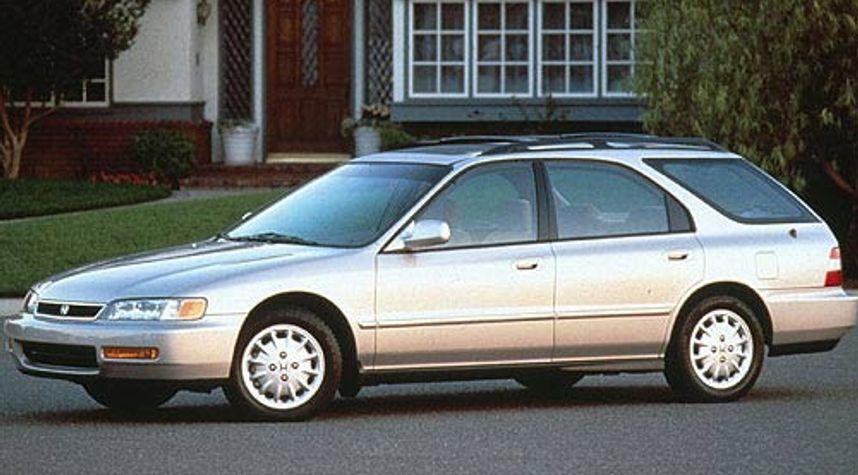Main photo of Mohamed Mustafa's 1996 Honda Accord