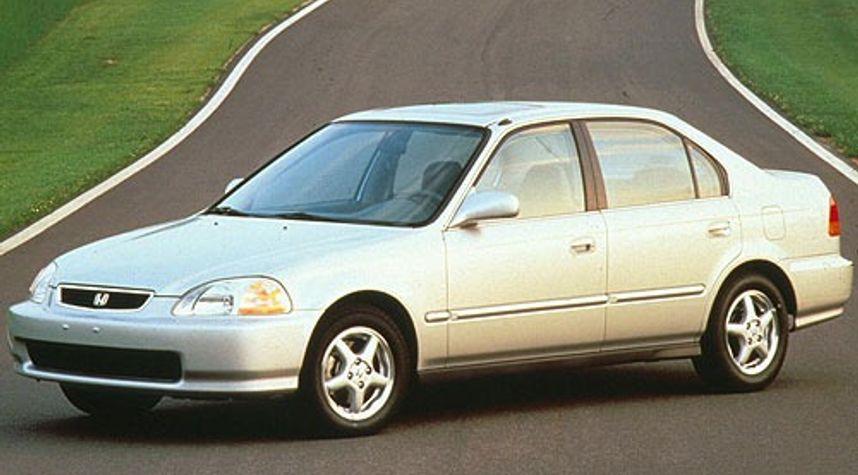 Main photo of Ashley Espinoza's 1996 Honda Civic