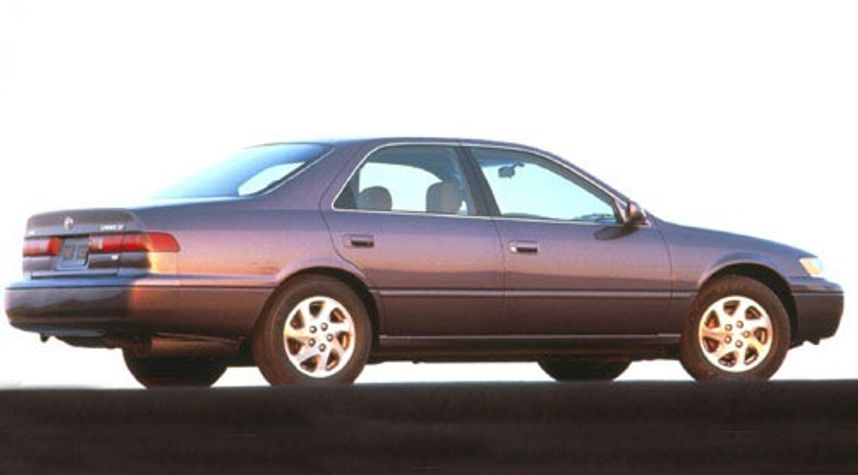 Main photo of Emanuel Vivar's 1997 Toyota Camry