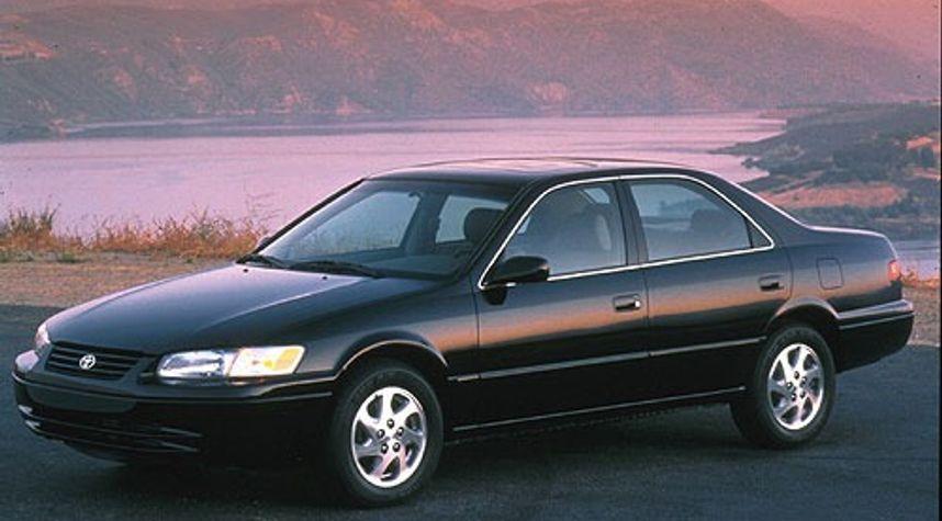 Main photo of Ry Ha's 1999 Toyota Camry