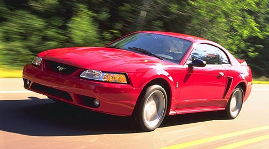 Main photo of Hound Fox's 2000 Ford Mustang