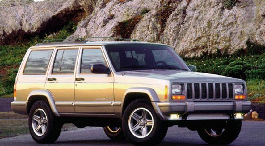 Main photo of Santino Iavarone's 2000 Jeep Cherokee