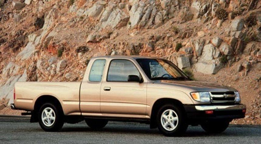 Main photo of Alex Feher's 2000 Toyota Tacoma