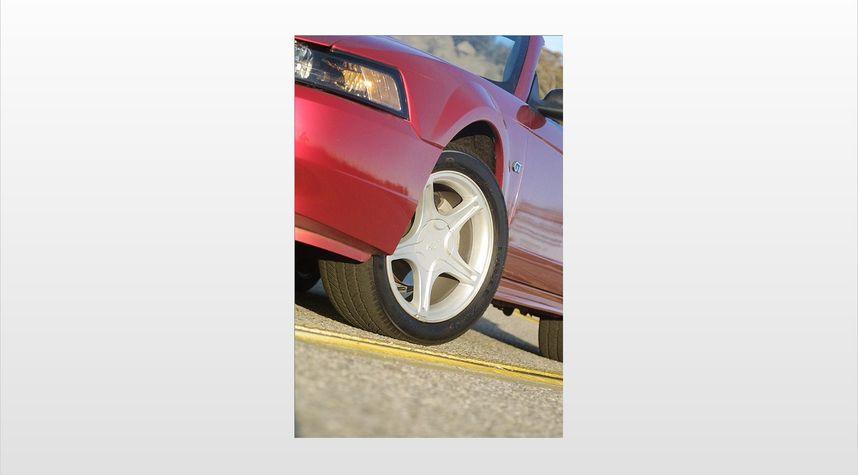 Main photo of Zach Landon 's 2001 Ford Mustang