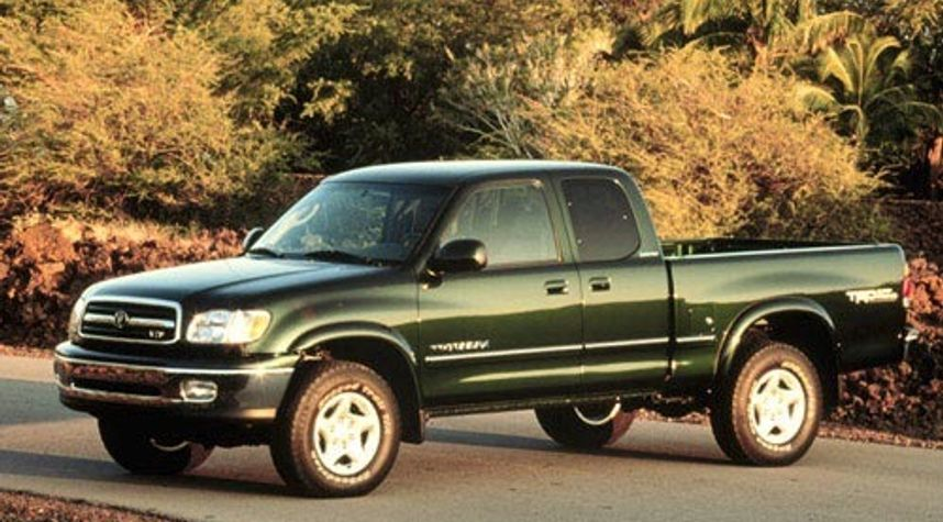 Main photo of Jackson Loomis's 2001 Toyota Tundra