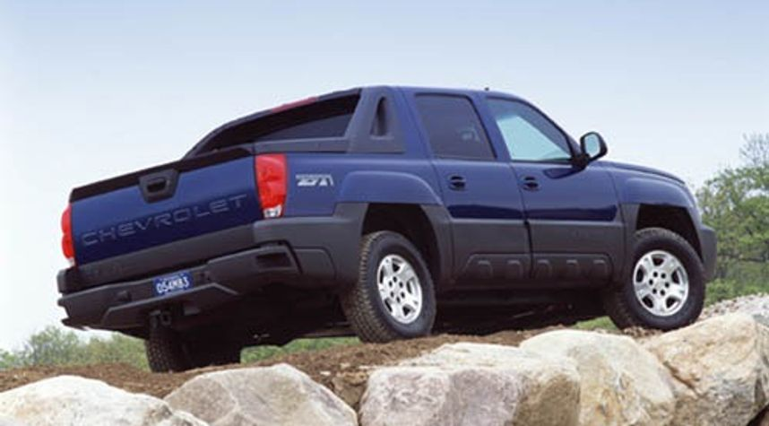 Main photo of Dylan Vu's 2003 Chevrolet Avalanche
