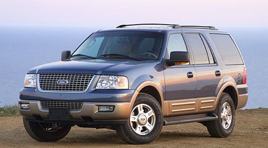 Main photo of Emir Aguilar's 2004 Ford Expedition