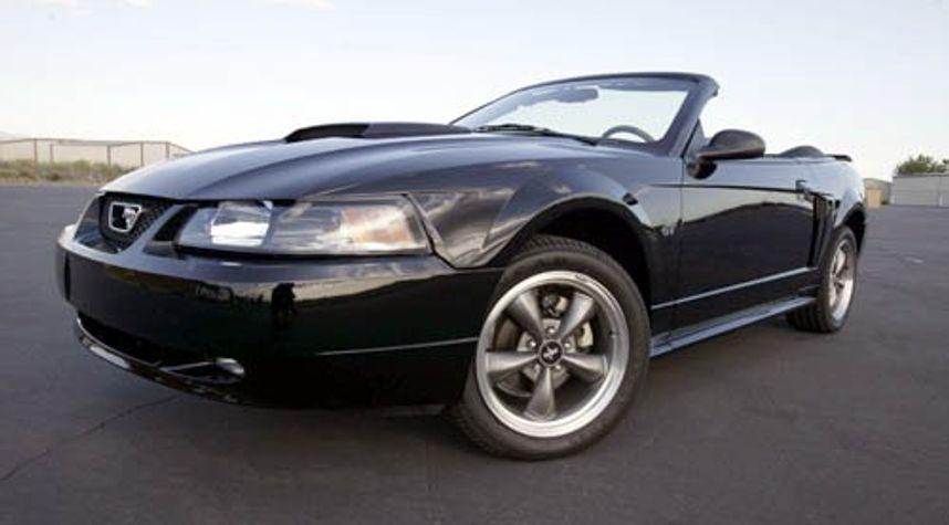 Main photo of Matt W's 2004 Ford Mustang