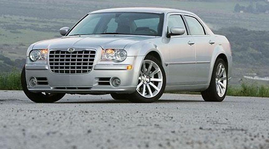 Main photo of Austin Serrano's 2008 Chrysler 300