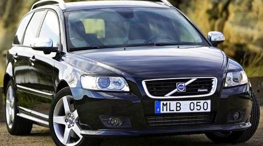 Main photo of Sondre  Poulsen's 2010 Volvo V50