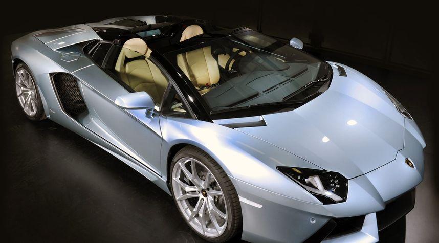 Main photo of Kendall Awtry's 2014 Lamborghini Aventador