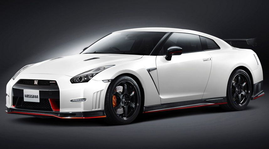 Main photo of Gerard Svetly's 2015 Nissan GT-R