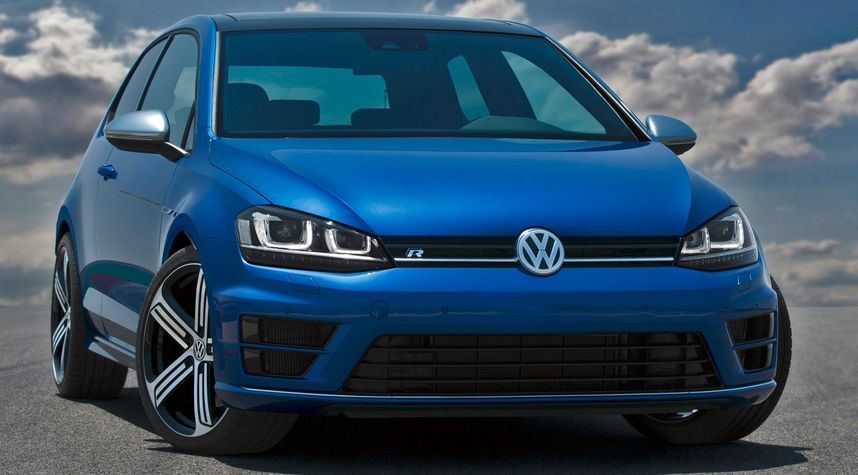 Main photo of Alex Acuña Mangu's 2015 Volkswagen Golf R