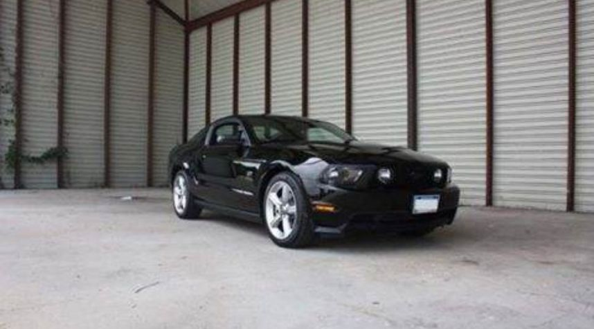 Main photo of William Byrd's 2010 Ford Mustang