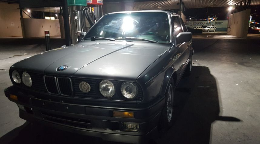 Main photo of Ryan McCloskey's 1989 BMW 325