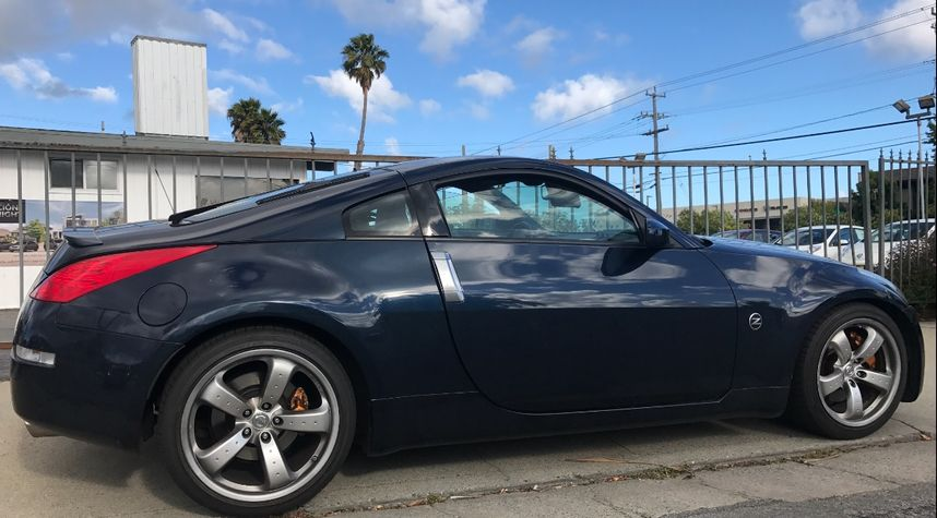 Main photo of Chillin Bythewater's 2007 Nissan 350Z