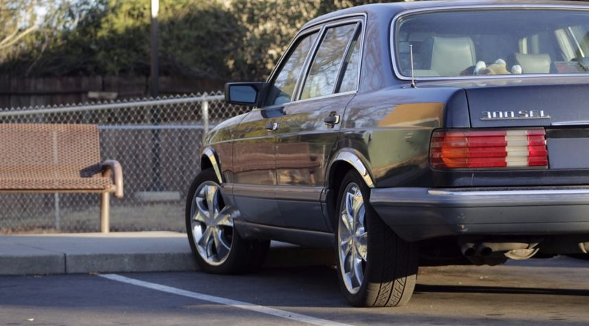 Main photo of Daniel Tate's 1988 Mercedes-Benz 300SEL