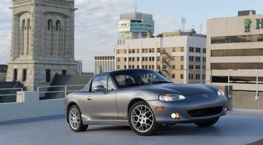 Main photo of Jake Lewis's 2002 Mazda MX-5 Miata
