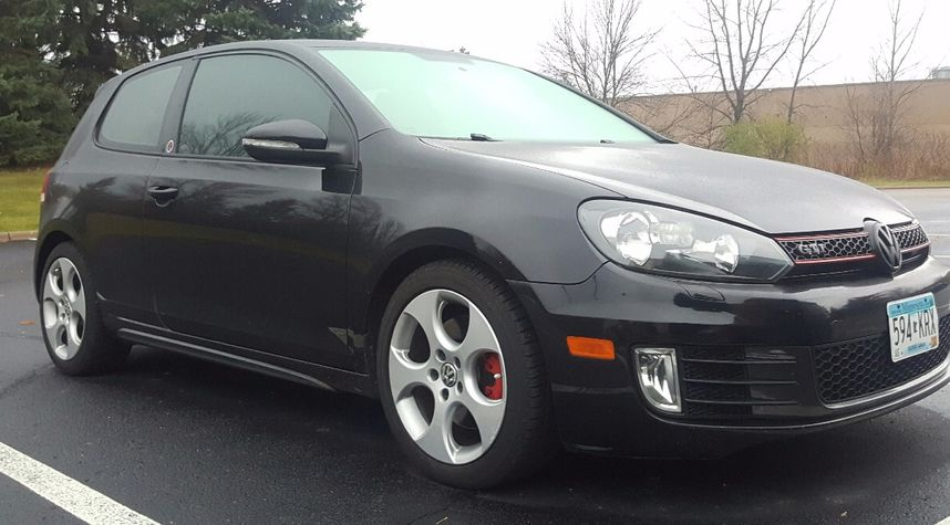 Main photo of Errly Birrd's 2010 Volkswagen GTI