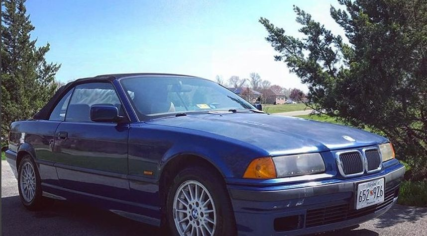 Main photo of Christopher Sparks's 1998 BMW 3 Series