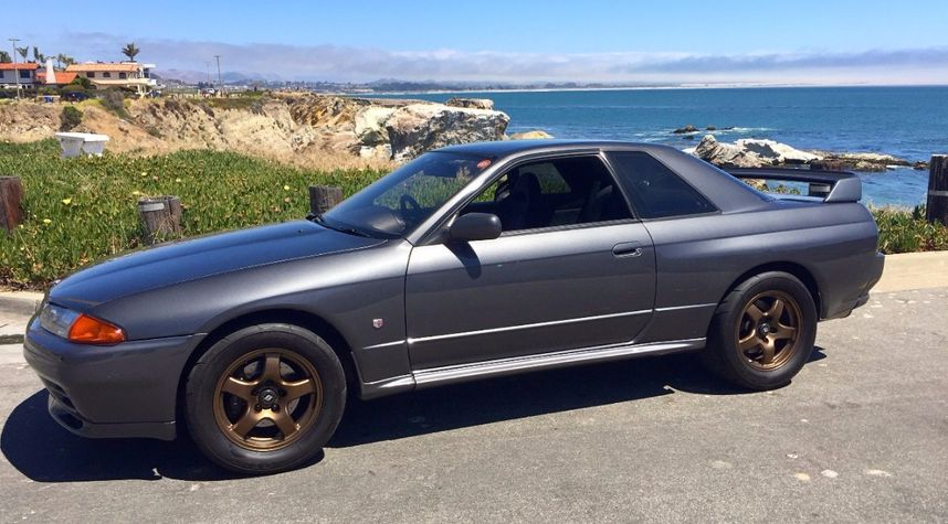Main photo of Justin Clark's 1990 Nissan GT-R