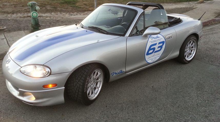Main photo of Sean Hoover's 2001 Mazda MX-5 Miata
