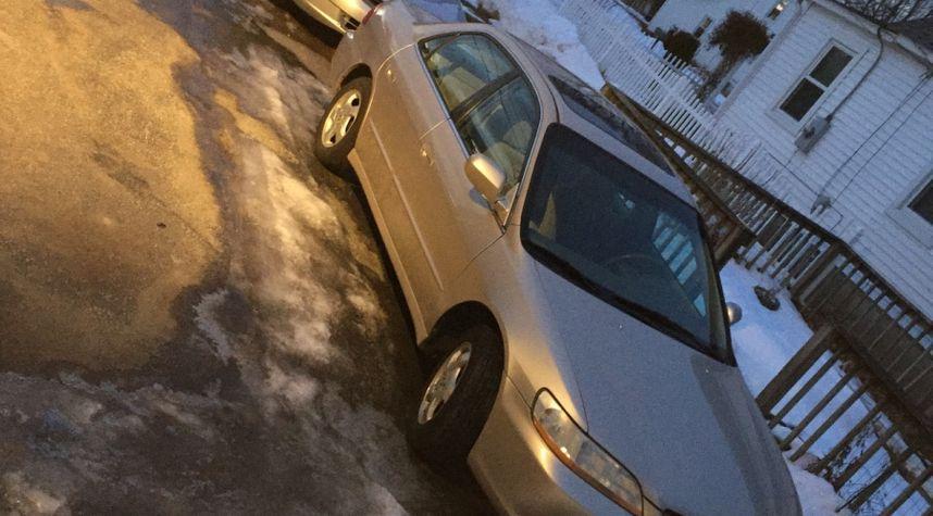 Main photo of Alex Calle's 2000 Honda Accord