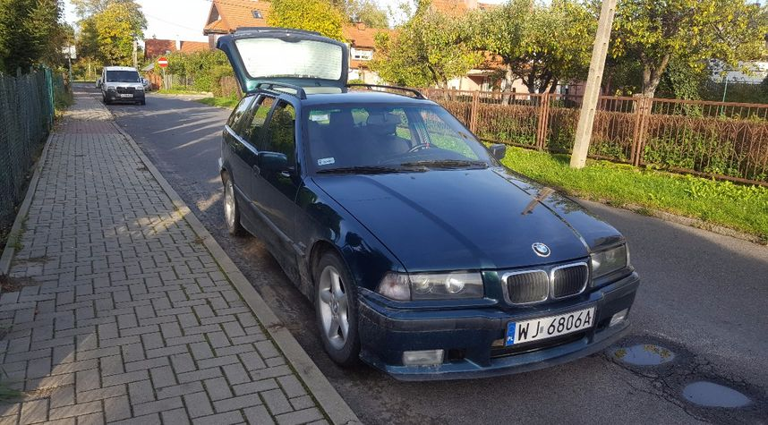 Main photo of Paweł Sajda's 1995 BMW 3 Series