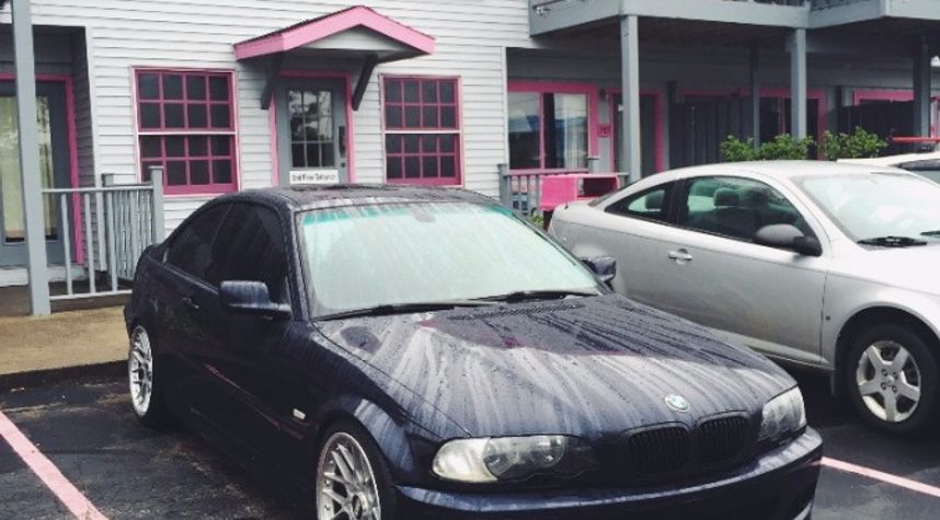 Main photo of Dylan Annoye's 2002 BMW 3 Series