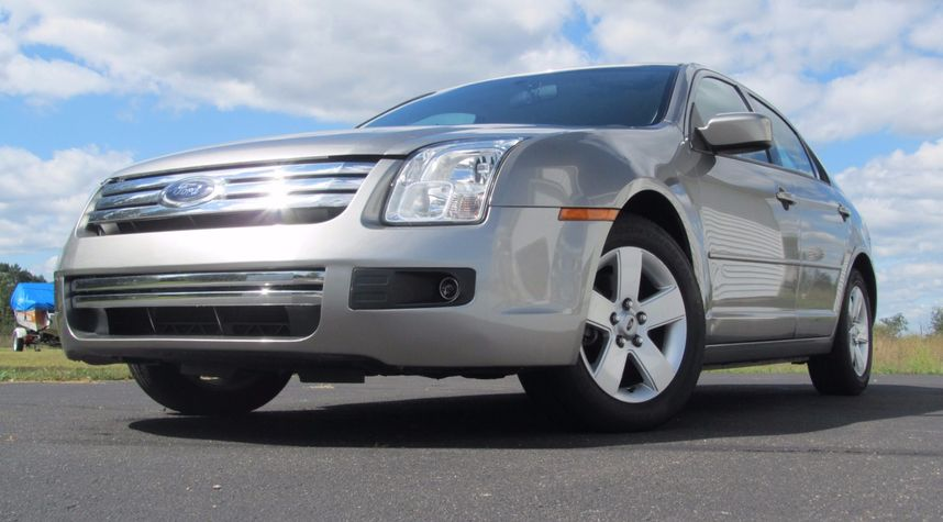 Main photo of James Hickey's 2008 Ford Fusion