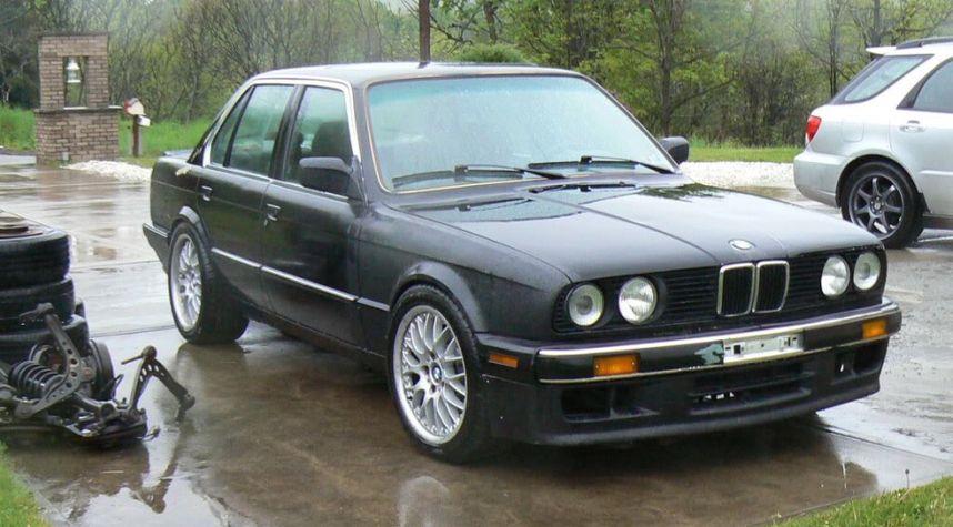 Main photo of S E's 1991 BMW 3 Series