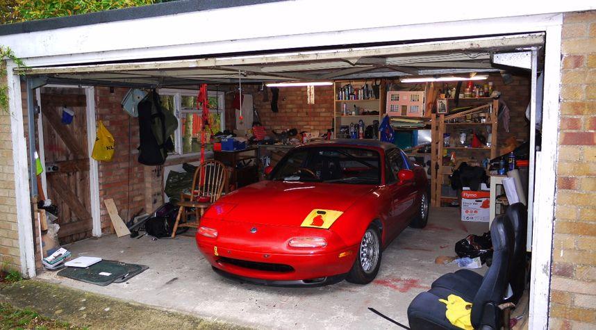 Main photo of Scott Red's 1992 Mazda MX-5 Miata