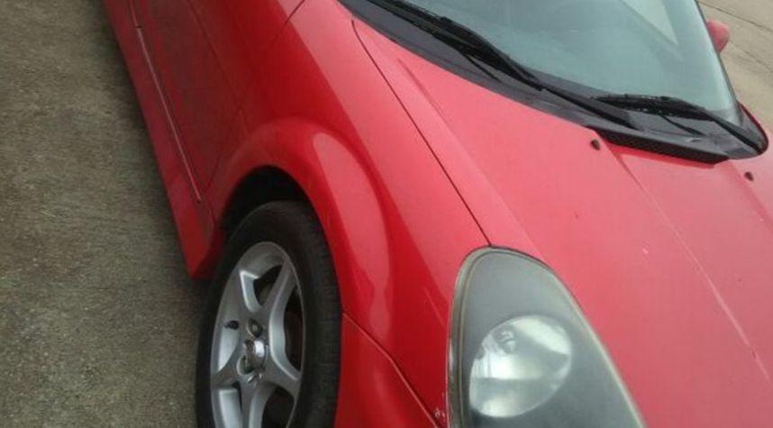 Main photo of Uriel Luna's 2000 Toyota MR2 Spyder