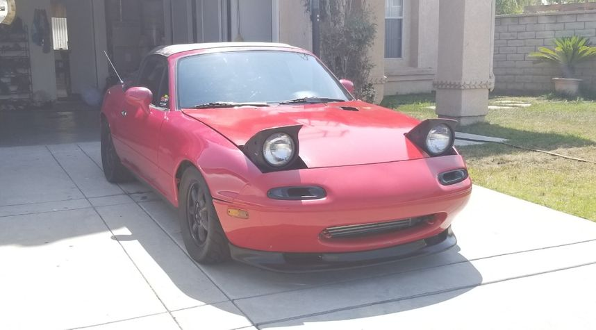 Main photo of Salvador Vasquez's 1993 Mazda MX-5 Miata