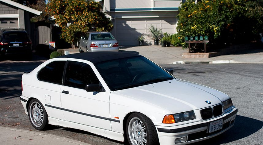 Main photo of Wil Hurd's 1997 BMW 318ti