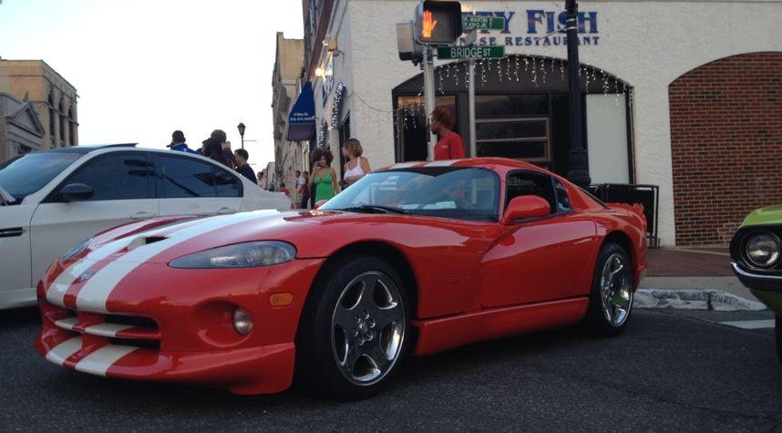 Main photo of Rob Penwell's 2002 Dodge Viper