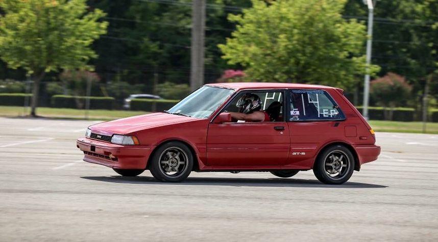 Main photo of Jordan Robinson's 1987 Toyota Corolla