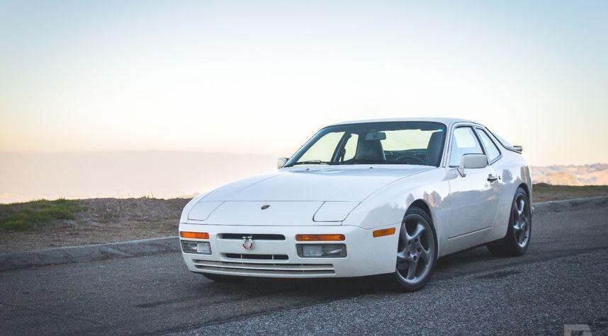 Main photo of Ethan Anderson's 1988 Porsche 944