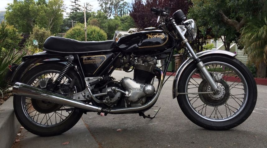 Main photo of Eric Maas's 1975 Norton Commando
