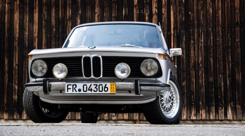 Main photo of Jeff Juarez's 1974 BMW 2002