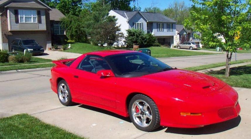 Main photo of Adryan Santiago's 1997 Pontiac Firebird