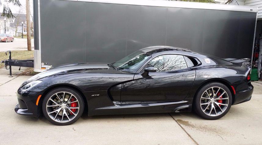 Main photo of Michael Alexander's 2014 Dodge Viper