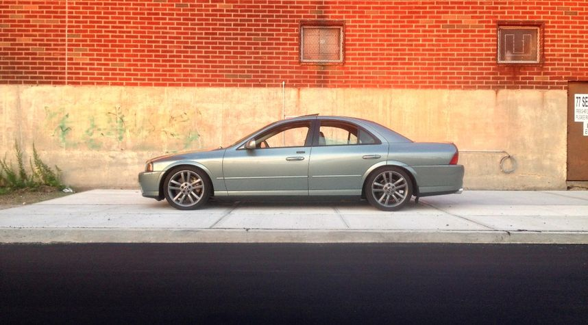 Main photo of Charlie Casey's 2004 Lincoln LS