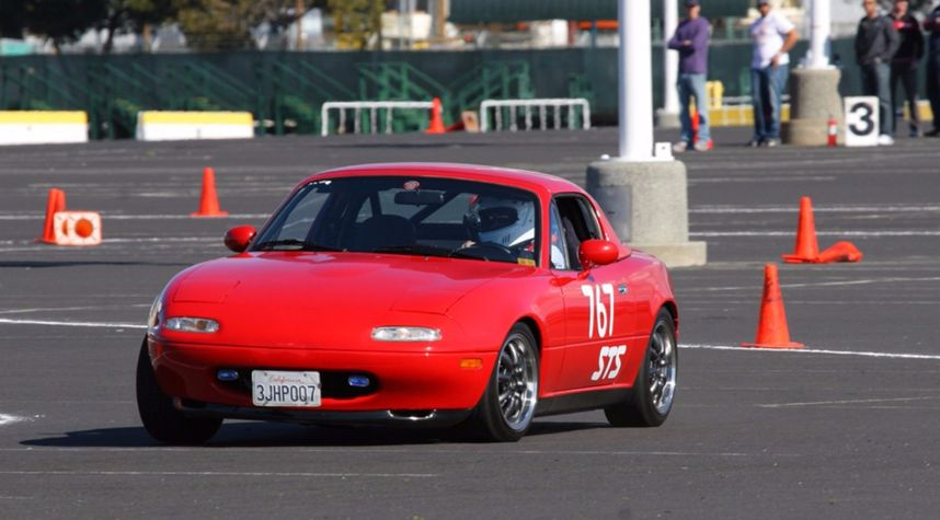 Main photo of Rob SR's 1992 Mazda MX-5 Miata