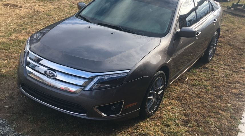 Main photo of R J's 2011 Ford Fusion