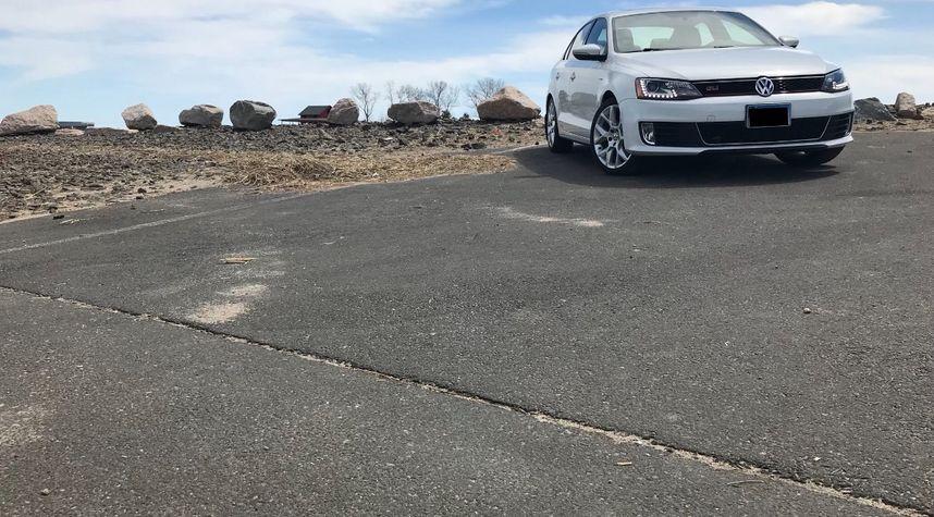 Main photo of Steven F's 2014 Volkswagen Jetta GLI