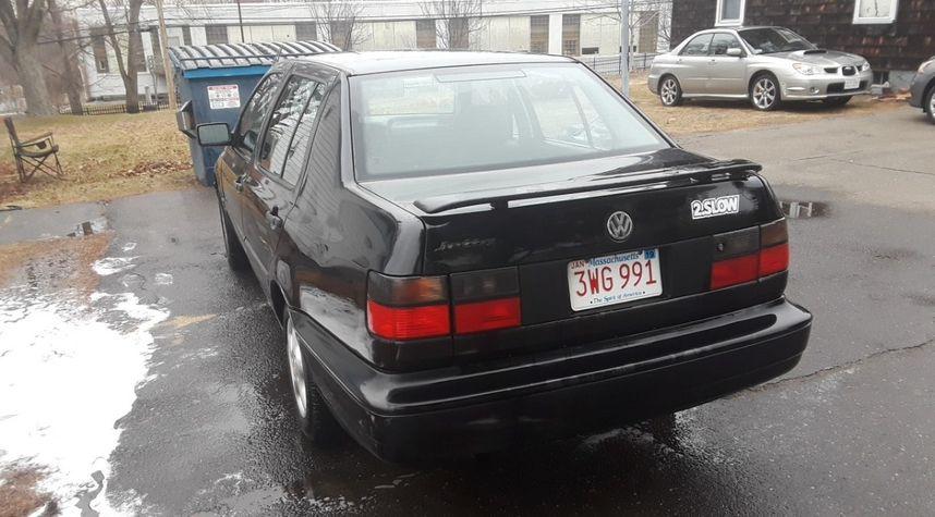 Main photo of Simon Molina's 1996 Volkswagen Jetta