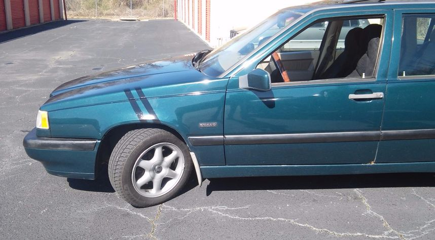 Main photo of Andre Peterson's 1997 Volvo 850